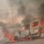 trafikantet e droges sulmojne gazetaret e A1 Report dhe djegin makinen